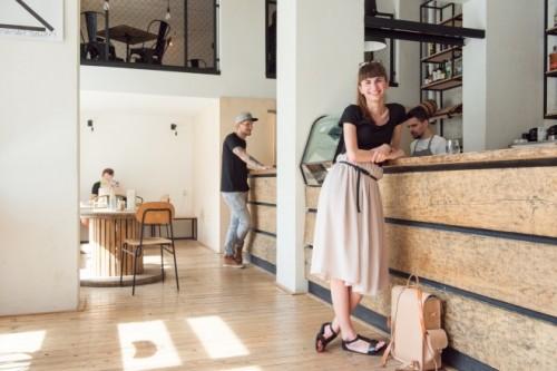ブルノのカフェ〈スコーグ〉。元CAの男性2人が開業。