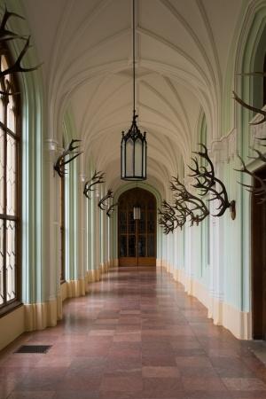 レドニツェ城の廊下。この館はリヒテンシュタイン侯爵の夏の別荘として利用されていた。
