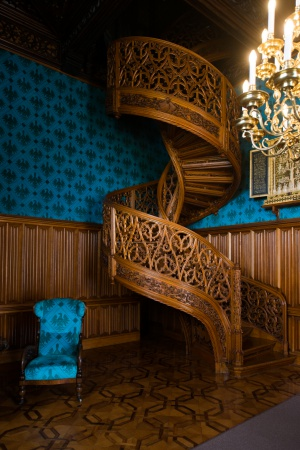 レドニツェ城の最大の見所は一本の樫の木から作られた螺旋階段。