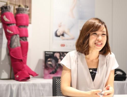「レッグリフレ」の企画マーケティングを担当する山下恵さん