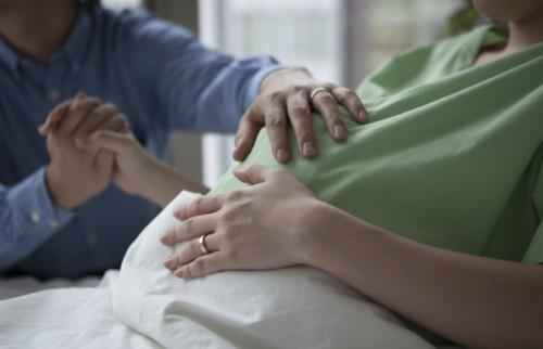 出産の大変さをわかってほしい? 6割超の女性が「立ち会い出産」希望