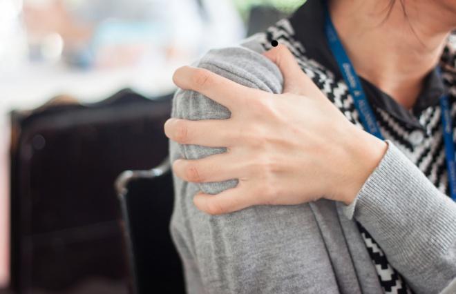 身体からのSOS、気づいてる?「肩こり」はストレスフルのサイン