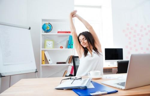 """目の疲れは首の体操でスッキリ オフィスでできる """"脱ストレス""""のストレッチ"""