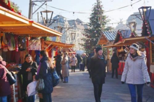 チューリヒ市内のクリスマスマーケット。平日の昼間は人が少なく、ゆっくり見て回れます。