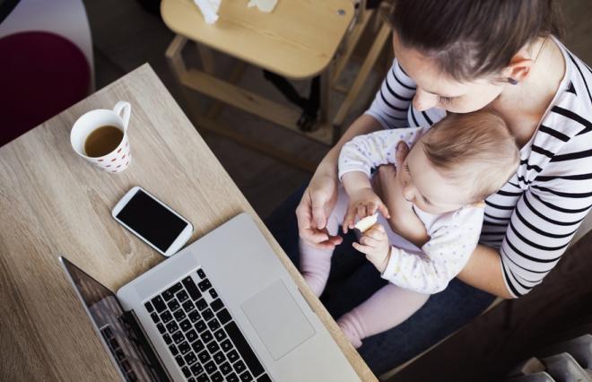 """7割の女性が「結婚・出産後も働きたい」けど…4割超が""""一億総活躍社会""""に向けた政策「期待していない」"""