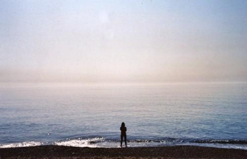 """スペイン・バルセロナの「人工ビーチ」が美しい 白浜と""""空白""""に浸るひとり旅"""