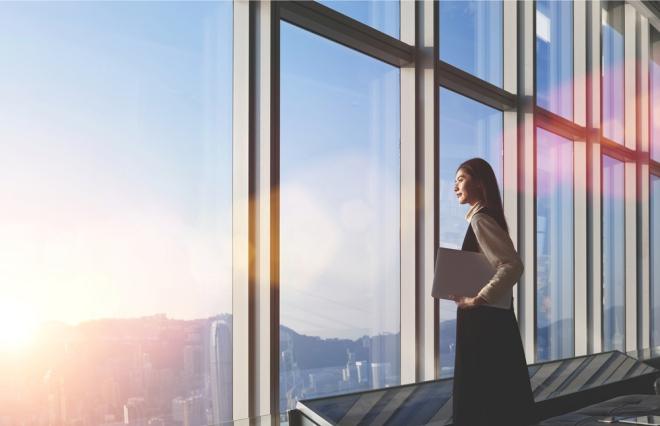 キャリアはどこで築く? 6割の男性が「現在の勤め先」、一方女性は…?