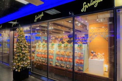 チューリヒの老舗チョコレート店も華やかに。