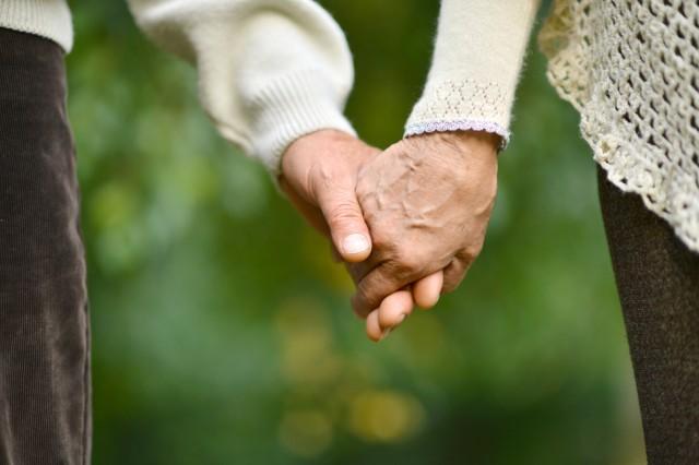 """最期のとき…延命する、しない? 介護施設のトラブルは""""家族と本人のズレ""""で起こる"""