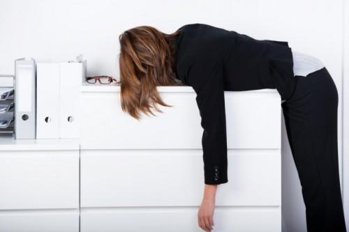 6割がオフィス環境に「不満」 改善してほしいこと2位「音楽を流す」、1位は…?