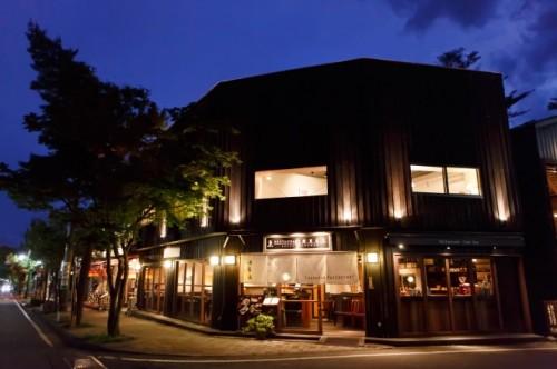 信州の地酒も豊富に揃う「レストラン酢重正之 軽井沢」も。