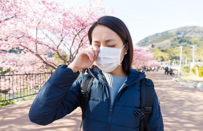 ぜんぶ花粉のせいだっ! 花粉に悩む女性の約3割がノーメイク