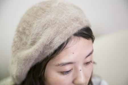 前髪の生え際ギリギリにトップを合わせて、好きな方向に傾ける。