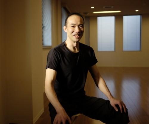 「チャコット」スタジオで、パーソナルトレーナーを務めていた鈴木謙太郎先生