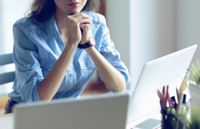 女性の仕事探し「妥協できない」条件 1位は「給与」、2位は?