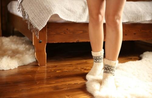 靴下を履いて寝るのはNG! 臨床内科専門医に聞く、冷え対策のウソホント