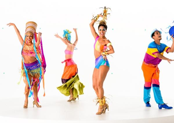 ブラジルのカーニバル中継番組に異変? 「服を着た」ダンサーに世論は真っ二つ