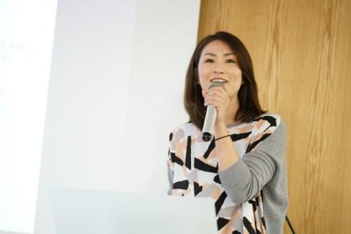 ファシリテーターの株式会社プラスカラー代表、佐久間さん