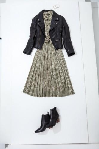 こちらはリアルな古着ワンピース。2色以内のワンピースにレザージャケット&レザーブーツを合わせている。ドットの黒とレザーの黒がリンク。