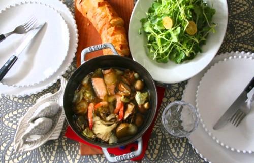 簡単にできる!「シーフードのアヒージョとスダチとつまみ菜のシンプルサラダ」【金曜日の夜ごはん】