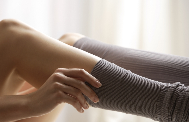 むくみ対策だけじゃない、着圧ソックスの意外な効果 女医が教える活用法