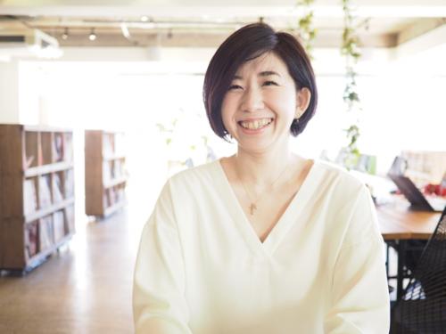 ホームクッキング・プランナーの高橋粧子さん。「おうちで簡単にできる」をコンセプトに活動中。食材やテーマにフォーカスしたレシピ作成や、フードコーディネートを行っている。