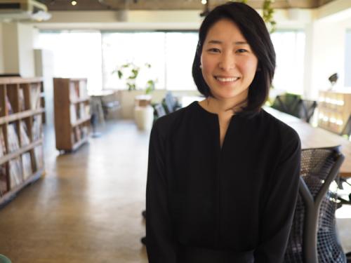 サシェデザイナーとして「ボタニックサシェ」主宰する大井比紗子さん。日常がときめくサシェをテーマに手作りでボタニックサシェを制作・販売したり、ワークショップを開催したりしている。また、女性のライフワークを応援するコミュニティ「LadySLuck」の運営にも携わる。