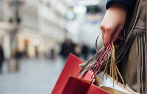 そこそこ稼いでいる女性ほど、危ない! 買い物依存のチェックリスト
