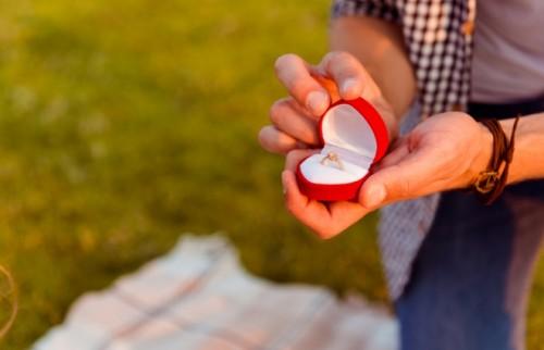 「幸せにします」より「幸せになろう」 調査でわかったプロポーズへの意識の変化