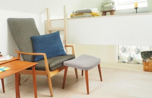 3階はくつろぎのスペース。30代でコレクションした北欧家具が置かれている。奥に見えるスペースがベッド代わりにしているロフト部分。