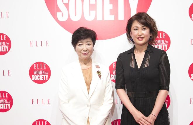 小池百合子東京都知事(左)と『ELLE』坂井佳奈子編集長