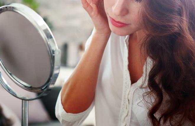 朝の1分で顔のむくみを撃退! 美肌効果もある、スペシャル小顔ケア法