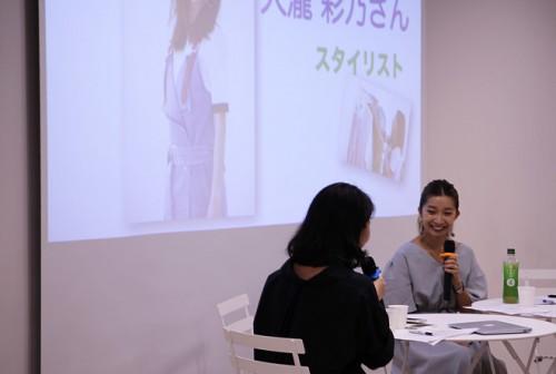 ハフポストスタッフ(左)と大瀧彩乃さん(右)