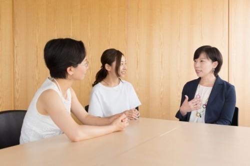 左から、鈴木編集長、海野P、小安さん