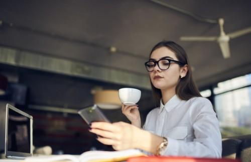 仕事がらみのSNSがストレスです。疲れない付き合い方は?【DJあおい】