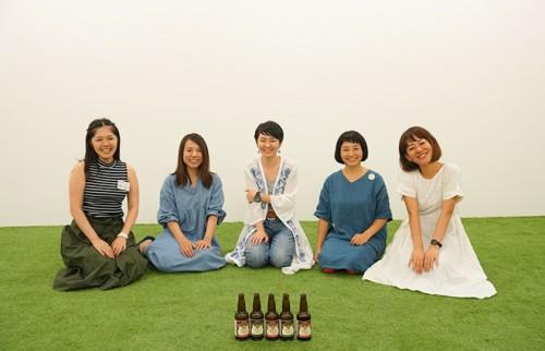 (左から)最所さん、細井さん、柴田さん、林さん、三宅さん(ハレット編集長)
