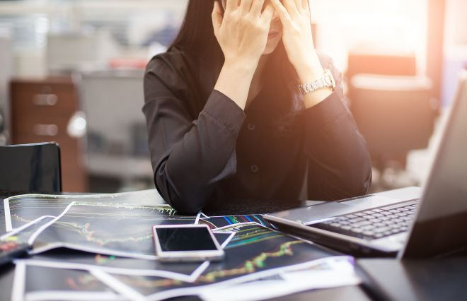 がんになった時、働く女性が心配するのは…2位は「家族への影響」1位は?