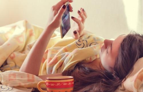 投稿するより閲覧するほうが「SNS疲れ」を実感 上手に利用するコツは?