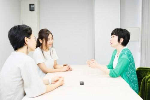 田中さん(右)にふたりで話を聞きに行きました