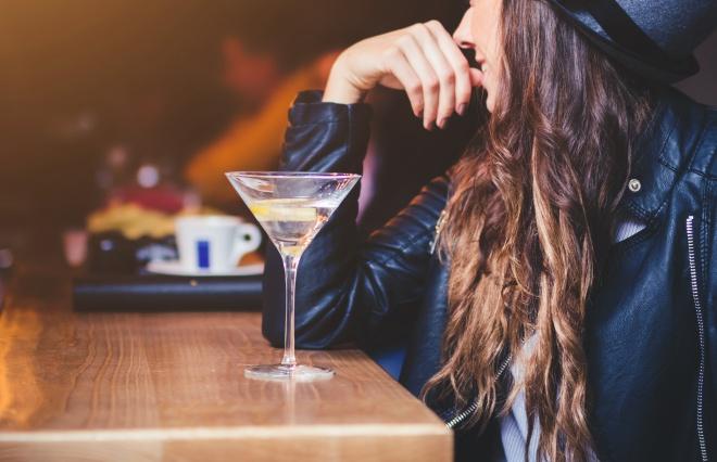 「ひとり飲みはどんなお店に行くんですか?」 オトナ女子に聞いてみた
