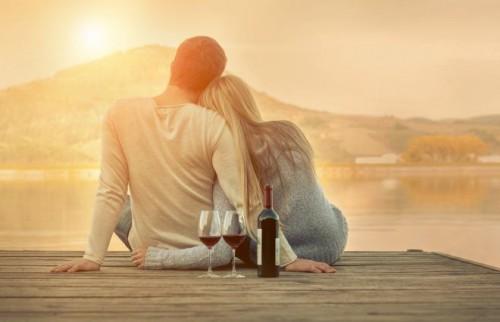 円満夫婦の23%が「ほぼ毎日キス」いちばん円満な世代は…?【ブライダルデー調査】