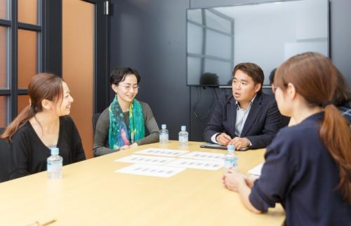 (左から)海野P、鈴木、木原さん、安次富
