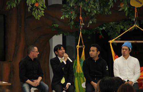 (左から)ピョートルさん、伊藤さん、青野さん、沼田さん