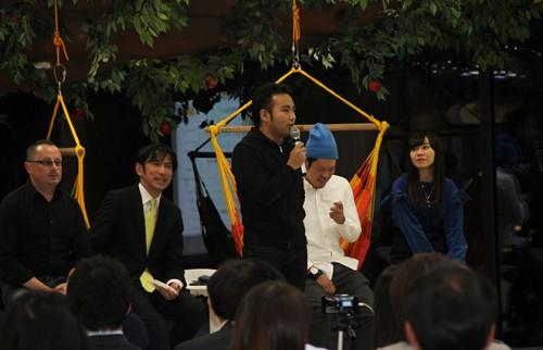 (左から)ピョートルさん、伊藤さん、青野さん、沼田さん、仁禮さん