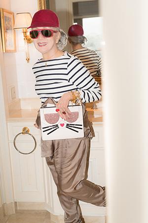 ユニクロのTシャツをさらりと着こなす草笛光子さん。撮影/天日恵美子