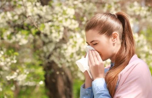 手軽にできる花粉症ケア「鼻うがい」の方法 【耳鼻咽喉科専門医が教える】