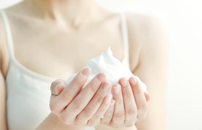 朝のお湯だけ洗顔はNG? 花王研究員に聞く、スキンケアの基本