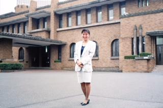 政治部記者時代(旧首相官邸前で)