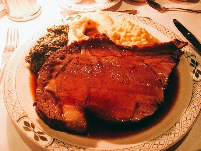 結婚式1週間前に挑戦した特大ステーキ!お肉を食べるとご飯が欲しくなりましたが我慢しました。