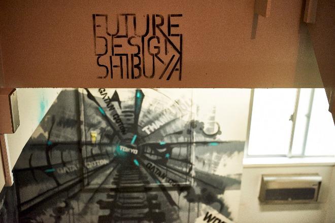 渋谷未来デザインの建物内。壁面にあるアーティストの作品が自由さを感じさせます。